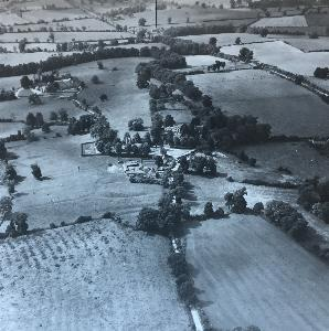 Aerial view of earthworks at Hockliffe [Z56-93]